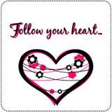 Det Motivational citationstecknet följer ditt hjärtakort Royaltyfria Foton