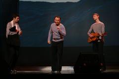 Det musikaliska dansnumret med ett nautiskt tema utförde vid skådespelarna av skådespelartruppen av den St Petersburg musikkorrid royaltyfri fotografi