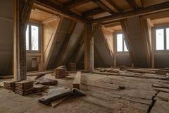 Det mycket gamla huset renoveras omfattande royaltyfria foton