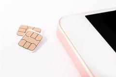 Det Nano simkortet och ilar telefonen Royaltyfri Fotografi