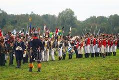 Det Napoleonic kriget tjäna som soldat - reenactors från olika grupper Royaltyfri Fotografi