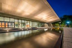 Det nationella museet av afrikansk amerikanhistoria och kultur p? natten, i Washington, DC arkivbild