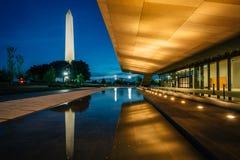 Det nationella museet av afrikansk amerikanhistoria och kultur p? natten, i Washington, DC arkivbilder