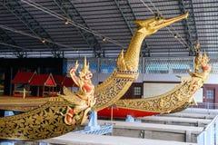 Det nationella museet av kungliga personen rusar in Bangkok Arkivbild