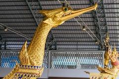 Det nationella museet av kungliga personen rusar in Bangkok Arkivfoto