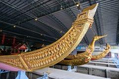 Det nationella museet av kungliga personen rusar in Bangkok Arkivfoton