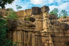 Det naturliga fenomenet av den eroderade klippan, jordpelare, vaggar skulpterat av vatten, vind för miljon år Royaltyfri Bild
