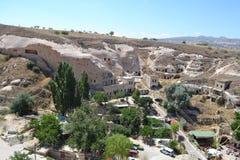 Det naturliga landskapet och husen av den Cappadocia regionen Royaltyfri Fotografi