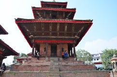 Det nepalesiska folket vilar på den Basantapur Durbar fyrkanten Arkivbild