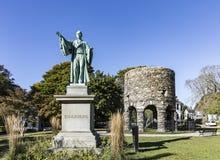 Det Newport tornet och Channing Statue, Tauro parkerar, Newport Rhode Isl Arkivbild