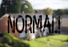 Det normala för visning för meddelandetextöverskrift Affärsidé för för normaltillståndproblem för förtroende som den onormala frå Royaltyfri Foto