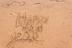 Det nya året 2019 är ett begrepp - inskriften 2019 på en sandig strand royaltyfri fotografi