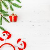 Det nya året eller jul inramar trä för filial för träd för gran för plan lekmanna- för Xmas-ferie för den bästa sikten leksaker f royaltyfri fotografi