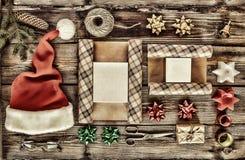 Det nya året jul, ferie, anmärker för packande gåvor packar och gåvor för det nya året Arkivbilder
