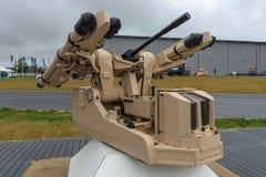 Det nya begreppet av det automatiska kortsiktiga luftvärnsystemet Rheinmetall genom att använda MBDA-mistralfjärrstyrda robotar Royaltyfri Bild