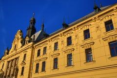 Det nya stadshuset (tjeck: Novoměstská radnice), gamla byggnader, ny stad, Prague, Tjeckien Arkivfoton