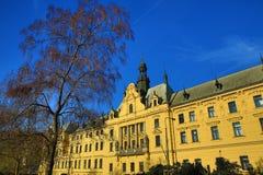 Det nya stadshuset (tjeck: Novoměstská radnice), gamla byggnader, ny stad, Prague, Tjeckien Royaltyfri Bild