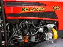 Det nya Vitryssland traktorslutet sk?t upp den lokala m?ssan f?r al royaltyfria foton