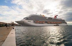 Det nyaste karnevalkryssningskeppet Royaltyfria Bilder