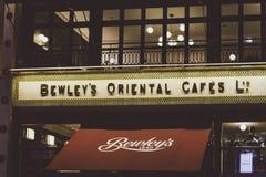 Det nyligen återöppna orientaliska kafét för Bewley ` s på Grafton Street i D Arkivbilder
