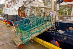Det nyligen ankommna seglingskeppet som är orubbligt i de lovart- öarna Arkivbild