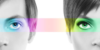 Det Oculistic begreppet, man för halv kvinna för stående halv, synar färgrikt r royaltyfri foto