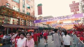 Det oidentifierade folket firar på den Yaowarat vägen lager videofilmer