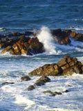 Det ojämna havet vaggar Arkivfoton