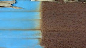 Det omålade järnet är mer korrosiv än järnet som har målats royaltyfri fotografi
