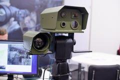 Det optiska observationskomplexet inkluderar en nattvisionapparat och ett termiskt färgpulver arkivfoto