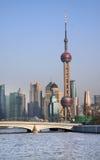 Det orientaliska pärlemorfärg TVtornet Arkivbilder
