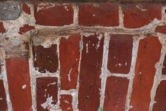 Det ovanliga murverket av röda tegelstenar som är forntida stenar textur fotografering för bildbyråer
