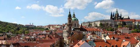 St Nicholas kyrka i Prague Arkivfoton