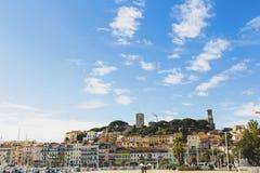 Det Pantiero området i Suquet för stad för Cannes ` det gamla tornet och Vieux Po Royaltyfri Fotografi