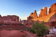 Det Park Avenue avsnittet välva sig nationalparken Moab Utah Royaltyfri Bild