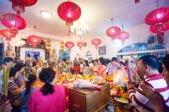 Det PHNOM PENH folket firar kinesiskt nytt år Royaltyfri Fotografi