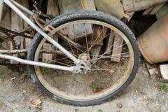 Det plana gummihjulet för bakre hjul av cykeln Fotografering för Bildbyråer