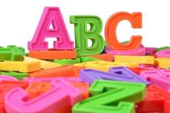 Det plast- färgade alfabetet märker abc:et Royaltyfria Bilder