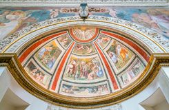 Det Ponzetti kapellet av Baldassarre Peruzzi i kyrkan av Santa Maria della Pace i Rome, Italien royaltyfria foton
