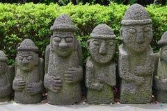 Det populära Dol hareubangsdiagramet vaggar statyer i den Jeju ön, sydlig spets av Sydkorea arkivfoton