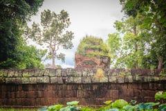 Det Prasat förbudet Ben, en khmerfristaden är en religiös plats som består av av tre tegelstenprangs på avskilda lateritebaser Lo Royaltyfria Foton