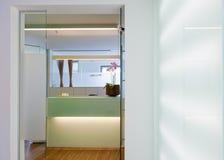 Det Privat sjukhuset, kliniskt eller läkarundersökningen övar väntande rum Arkivbilder