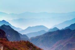 Det Qinling berg fjädrar porslin royaltyfri fotografi