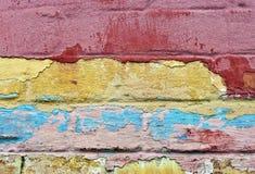 det räknade fragmentet i lager den gammala målarfärgväggen fotografering för bildbyråer