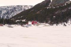 Det röda huset i lilla viken Fotografering för Bildbyråer