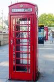 Det röda telefonbåset, London, UK Arkivfoton