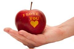 Det röda äpplet med orden älskar jag dig Royaltyfria Bilder