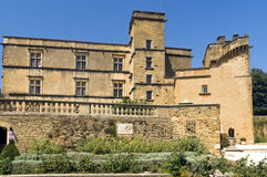 Lourmarin slott (chateau de lourmarin), Provence, Luberon, Frankrike Arkivfoton