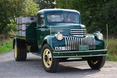 Det Retro mintkaramellvillkoret antika Chevy Chevrolet väljer upp lastbilen från 1946 royaltyfria foton