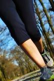 Lägger benen på ryggen löpare Royaltyfri Bild
